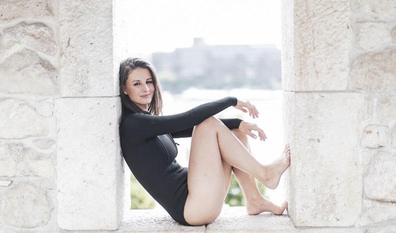 Szabó Erika fürdőruhában promózza a budapesti városi sportot