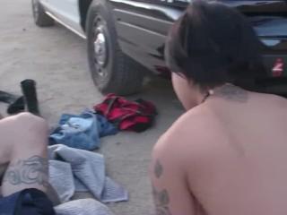 Gina és Honey alaposan megfújja a rendőr nyeles szondáját