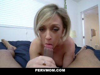 A perverz anyuka szájába spriccel a geci, előtte jól megbasszák